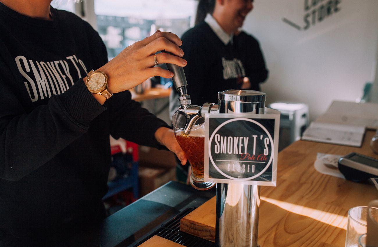 Bartender_pours_a_beer.jpg.1300x850_q80_crop-smart_upscale.jpg