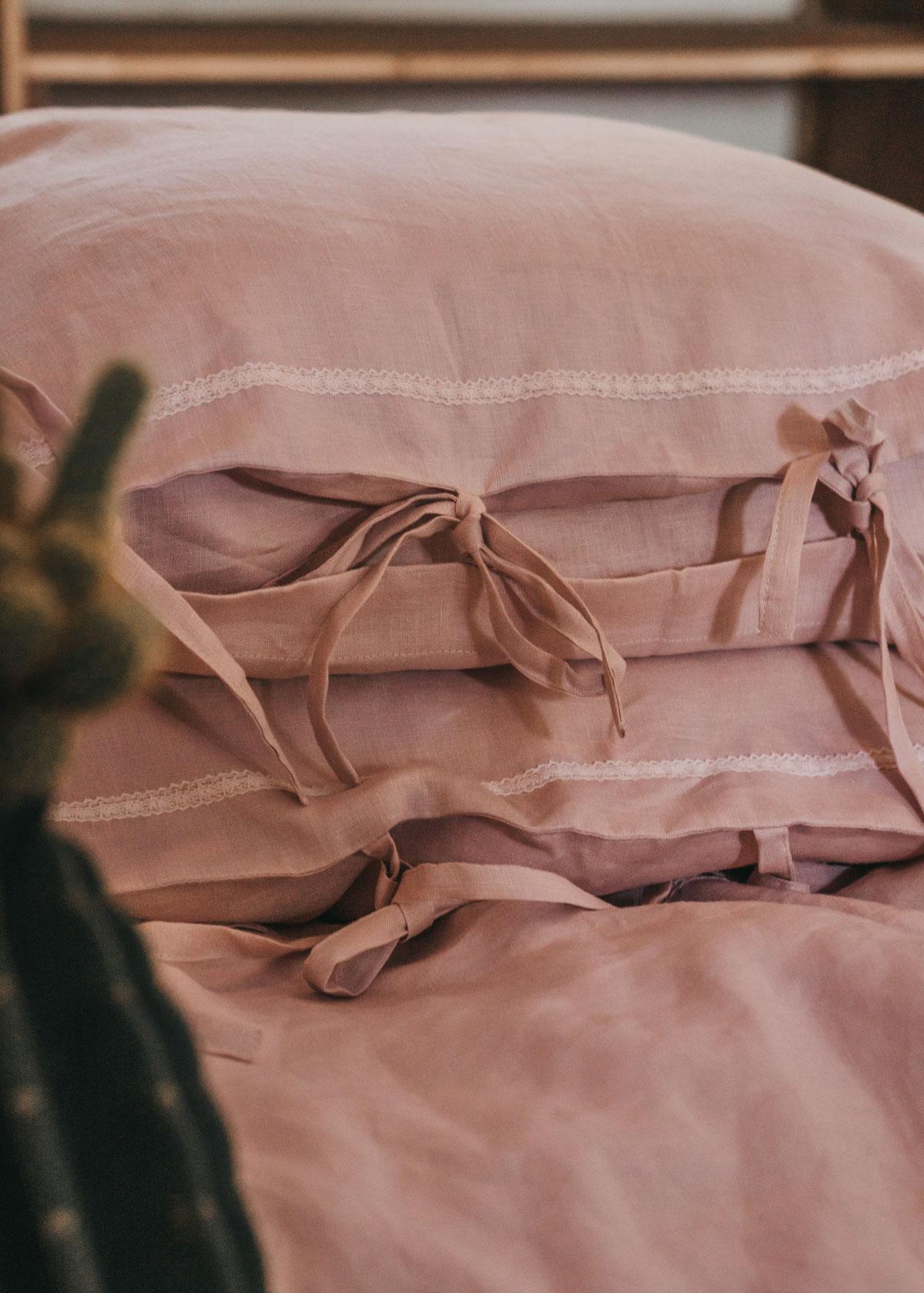 Keira-Mason-in-between-the-sheets-linen-bows.jpg