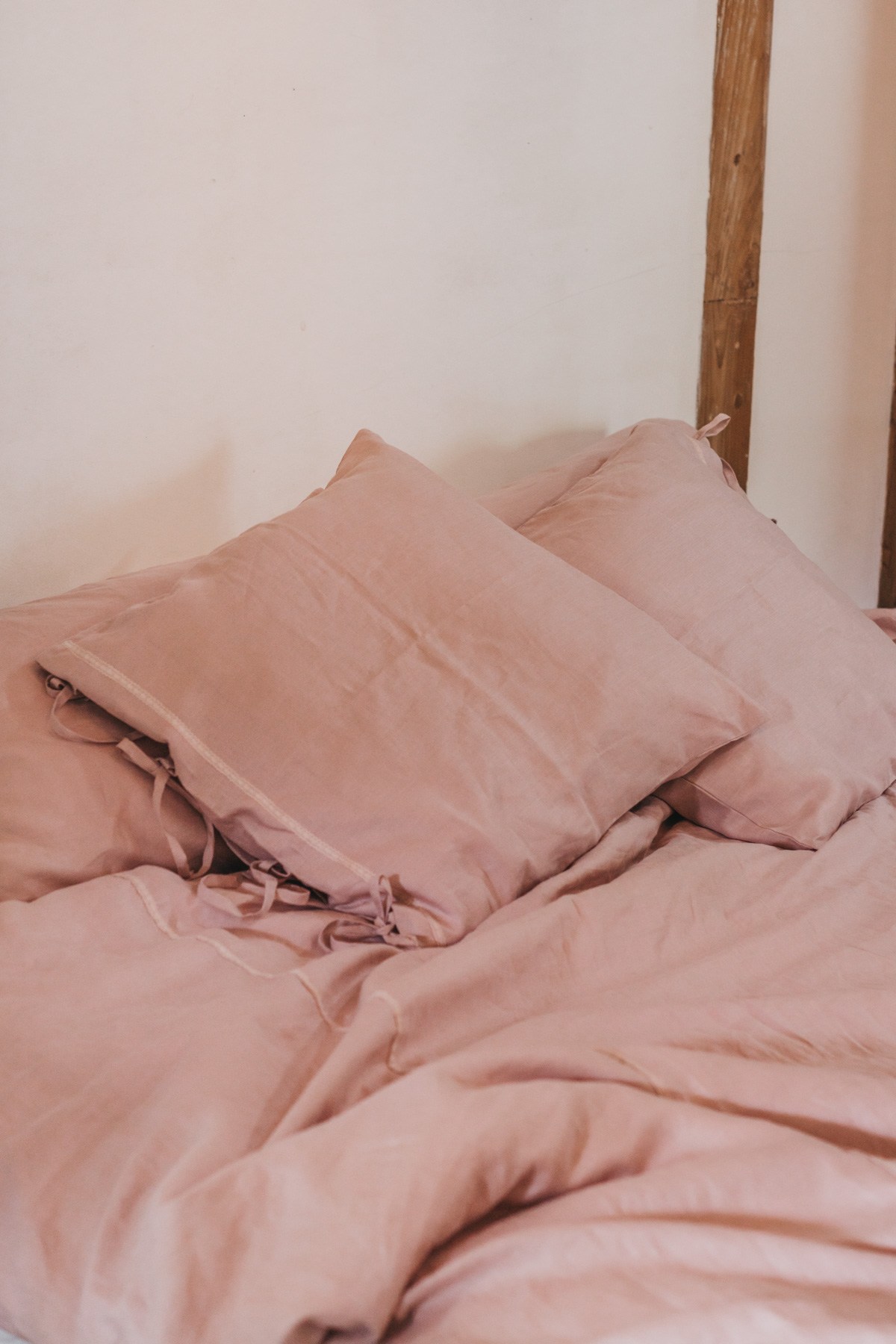 Keira-Mason-in-between-the-sheets-linen-pillows.jpg