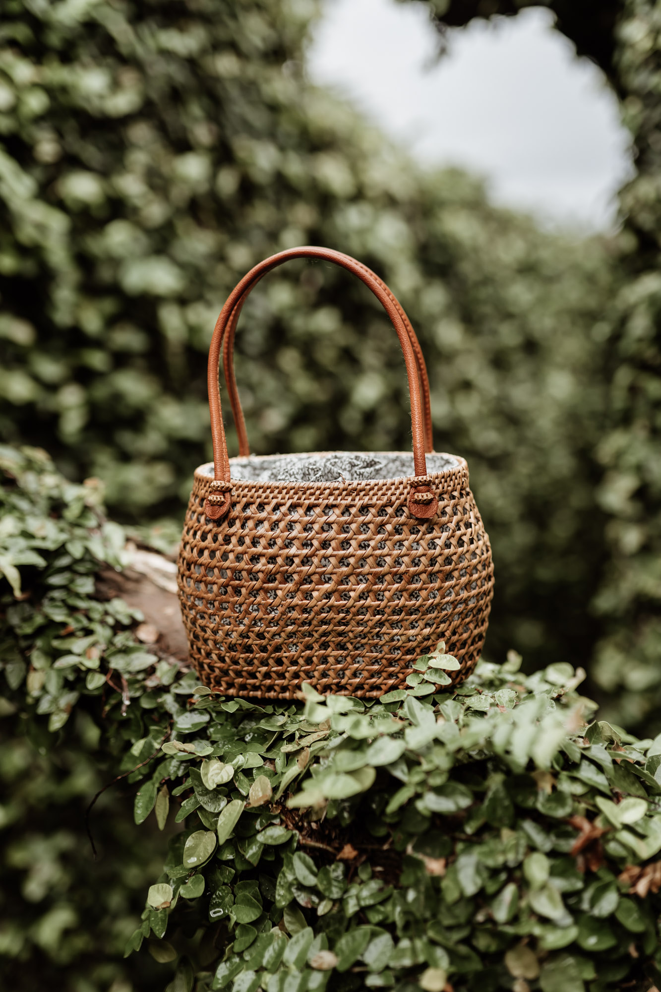keira-mason-31-bits-bag-in-garden.jpg