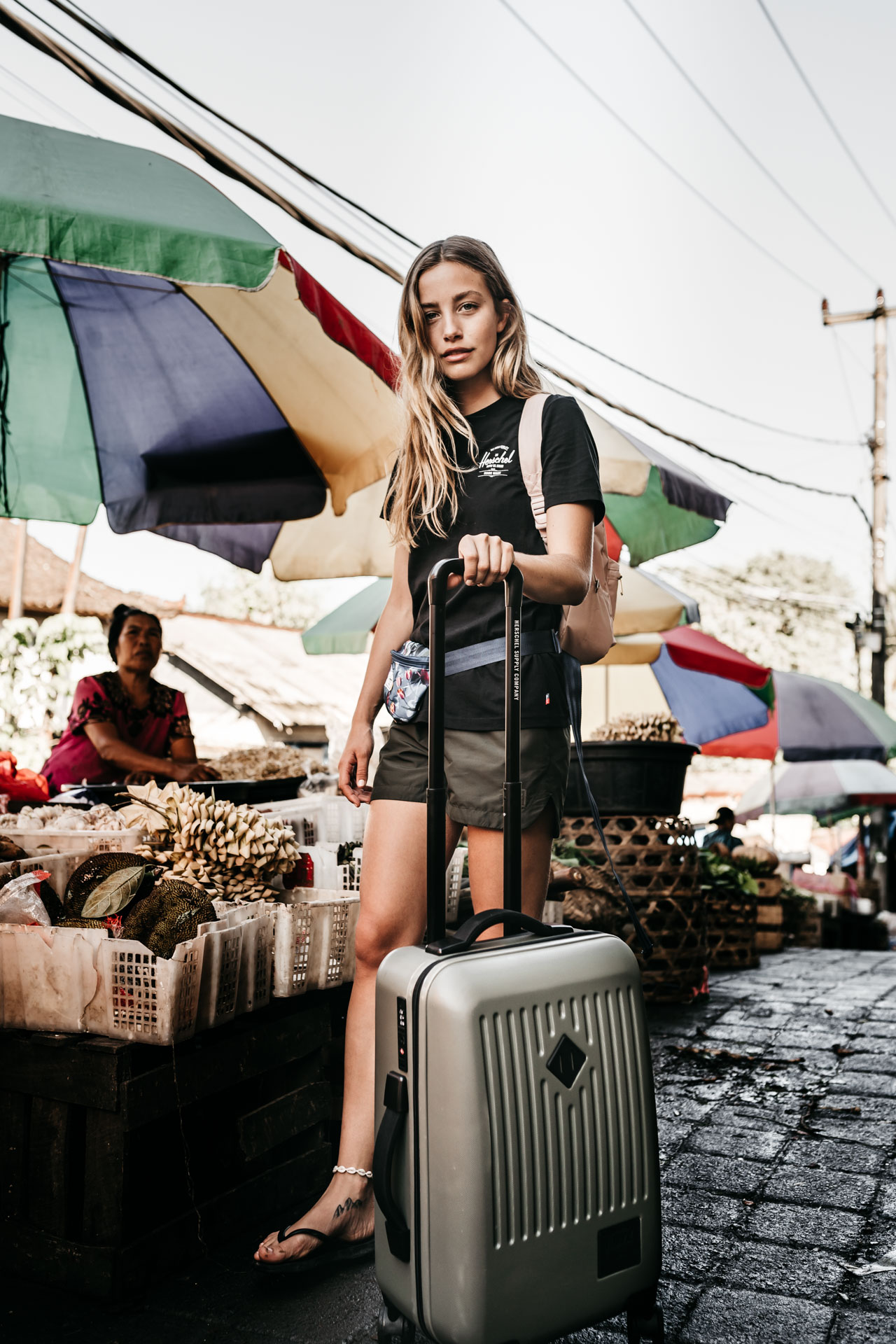 keira-mason-nordic-retreats-bali-markets-herschels-supply-bag.jpg