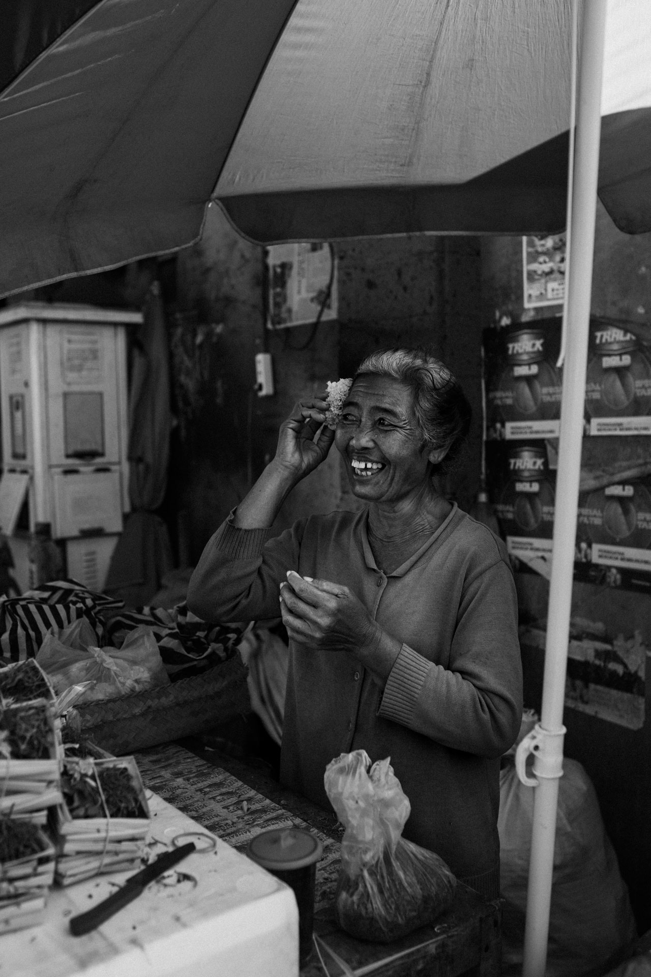 keira-mason-nordic-retreats-bali-markets-shop-owner.jpg