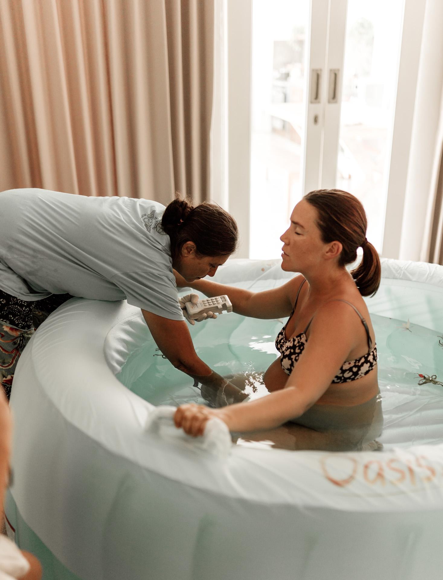 keira-mason-waterbirth-contractions.jpg