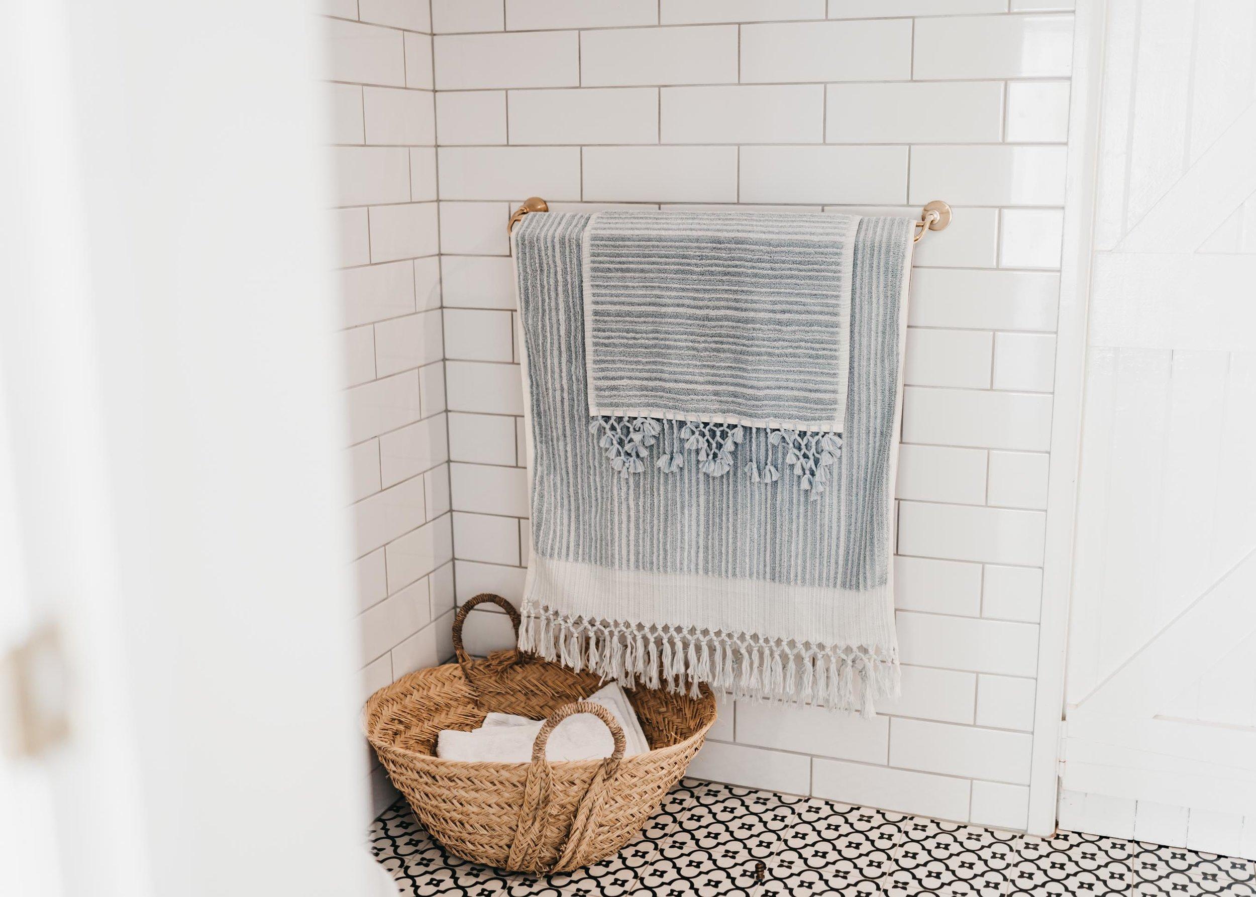 keira-mason-aegean-loom-blue-towels-in-bathroom.jpg