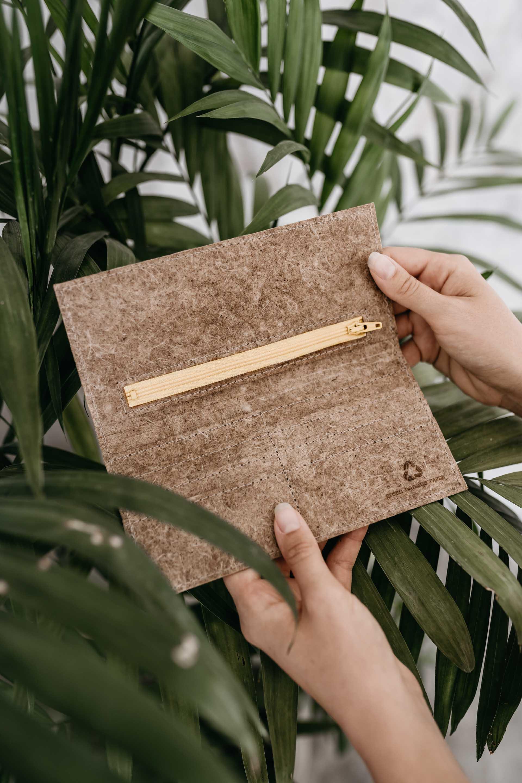 keira-mason-green-banana-paper-sustainable-wallet.jpg