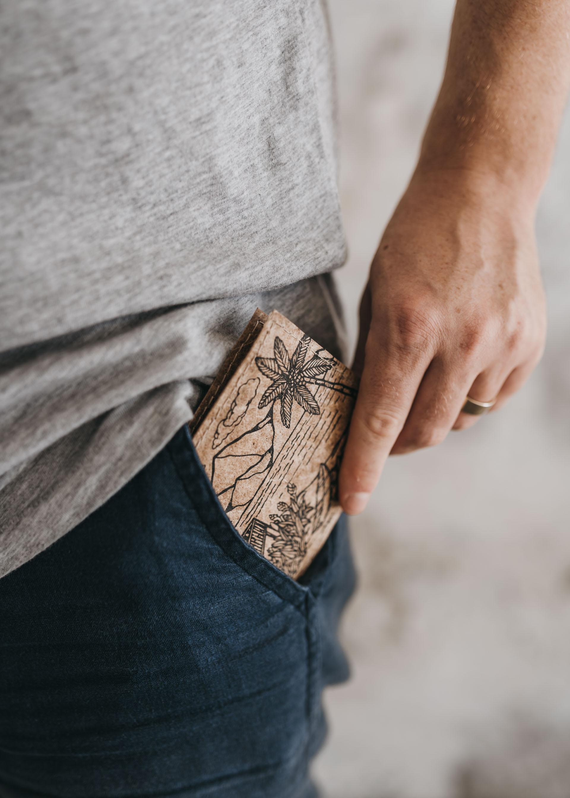 keira-mason-green-banana-paper-small-sustainable-wallet-pattern.jpg