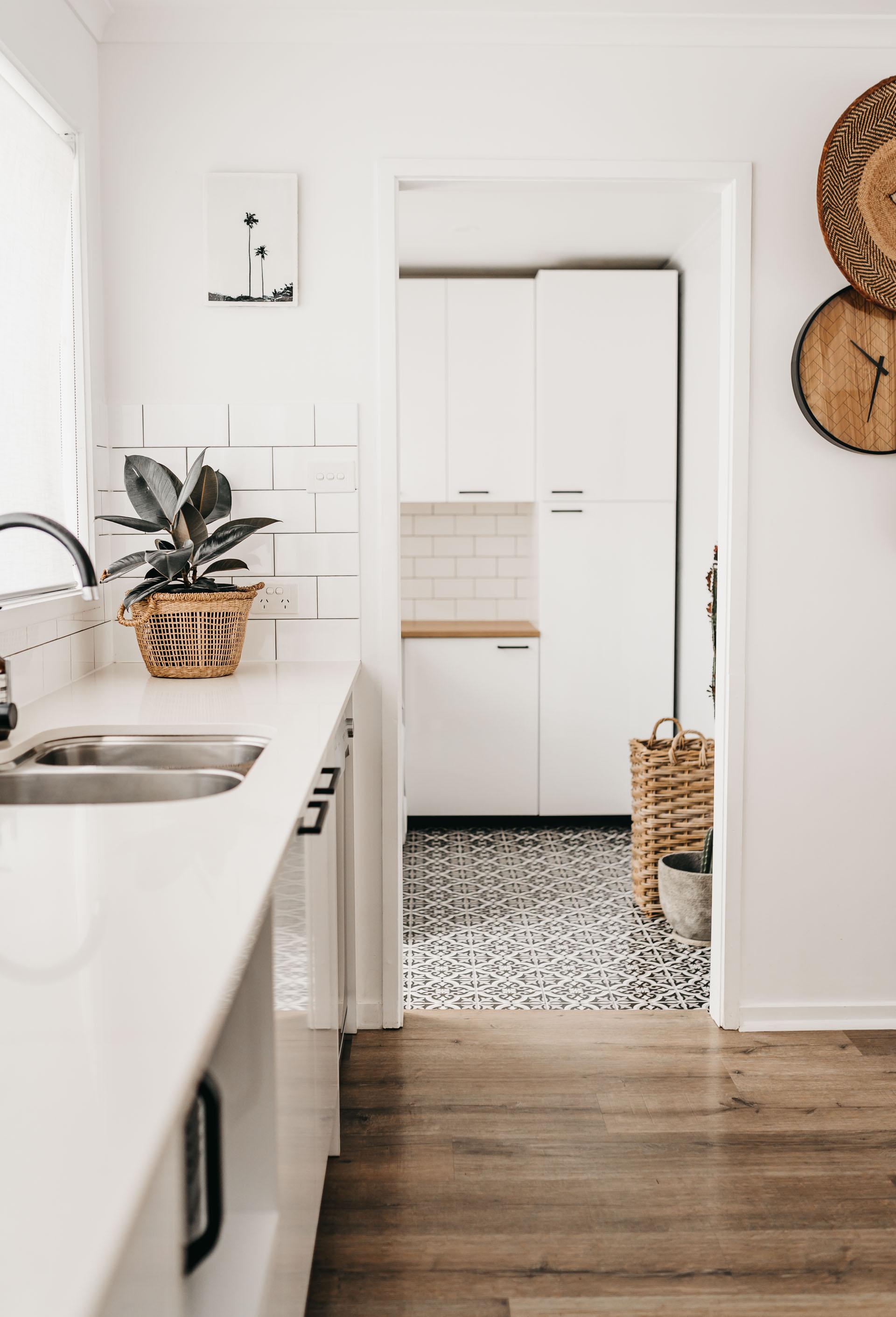keira-mason-caba-cottage-kitchen-laundry.jpg