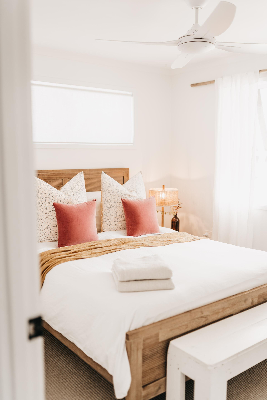 keira-mason-caba-cottage-bedroom-decor-details.jpg