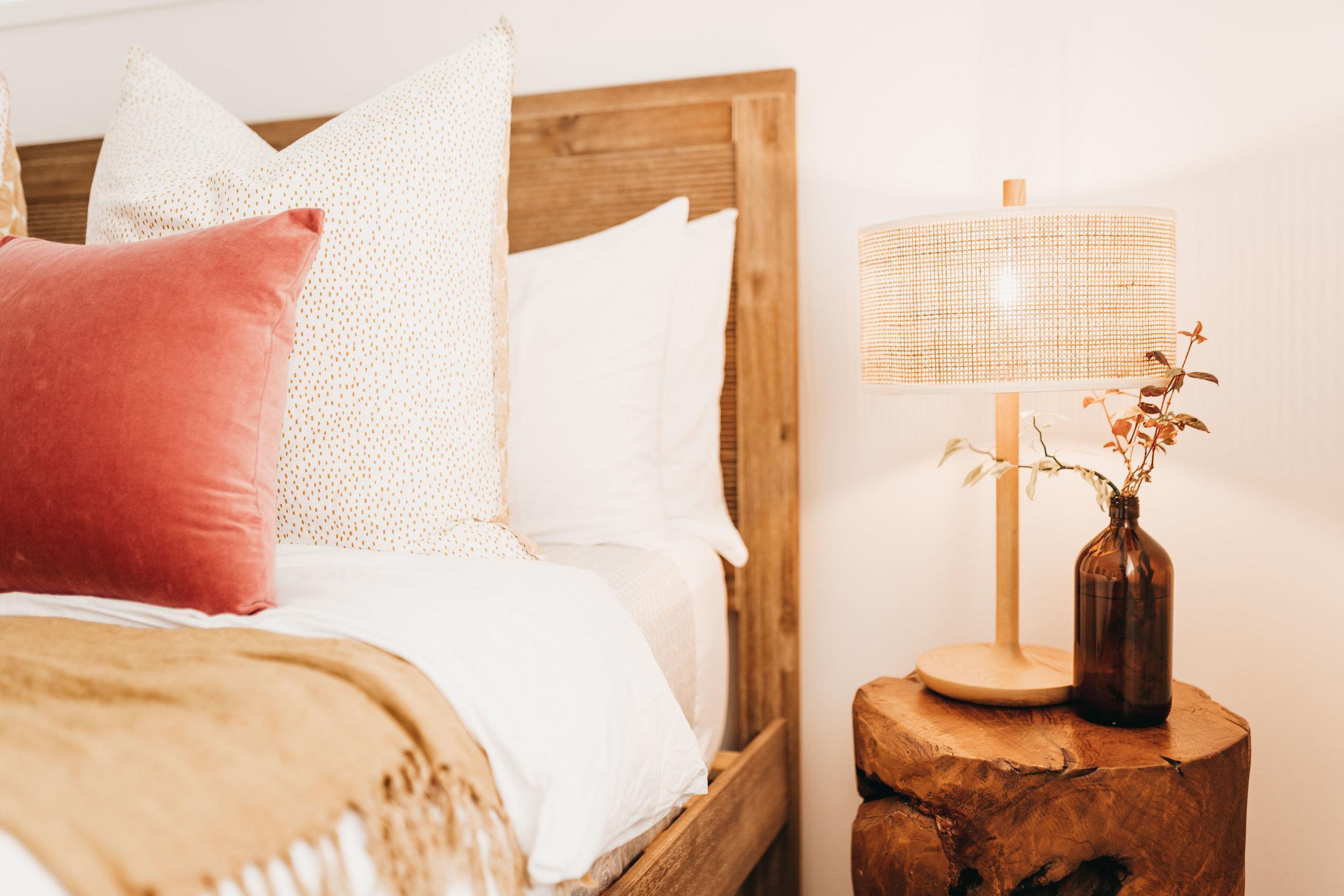 keira-mason-caba-cottage-bedroom-details-lamp.jpg
