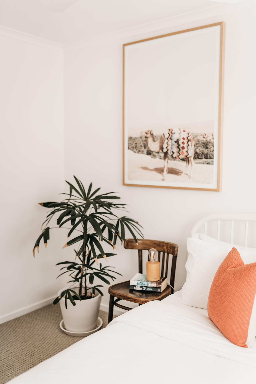 keira-mason-caba-cottage-bedroom-minimalism-goals.jpg