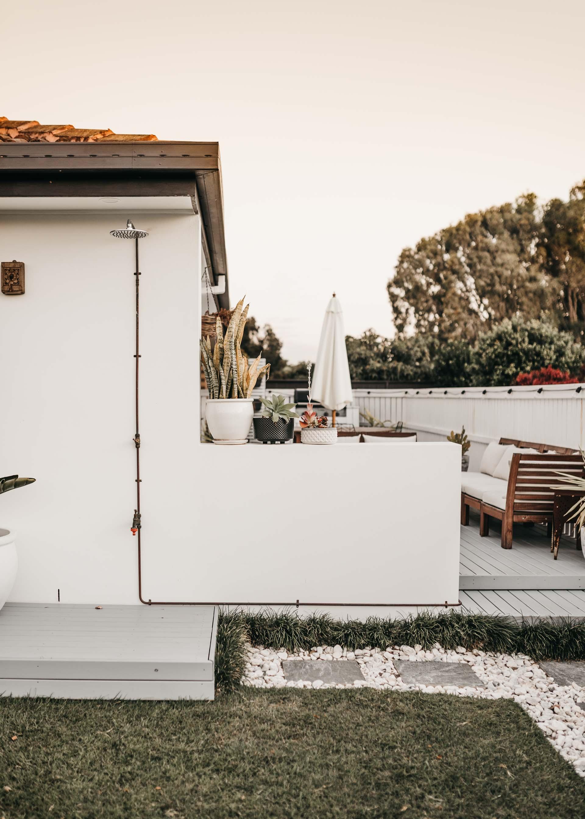 keira-mason-caba-cottage-outdoor-shower-details.jpg
