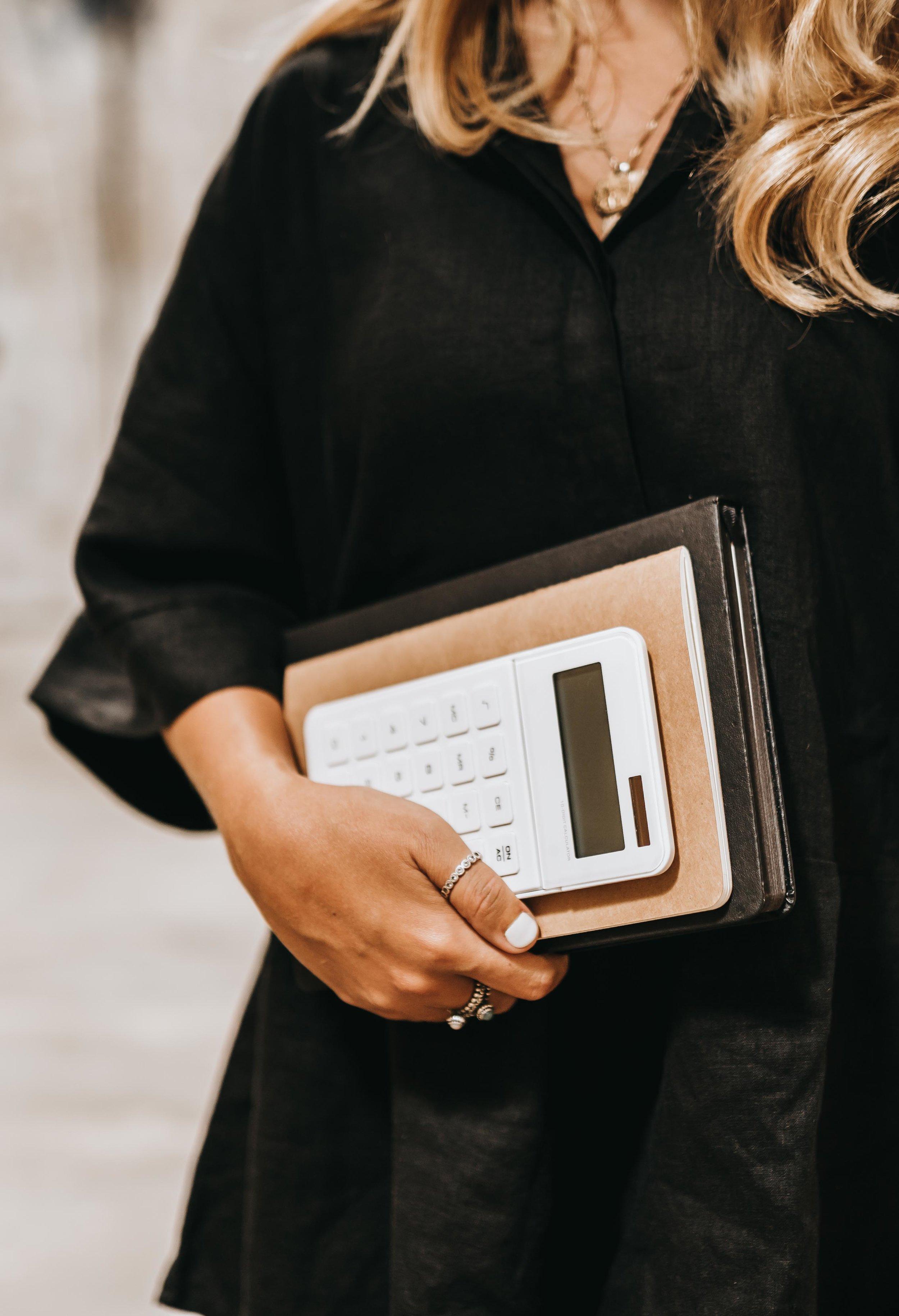 keira-mason-zest-bookkeeping-solutions-holding-calculator.jpg