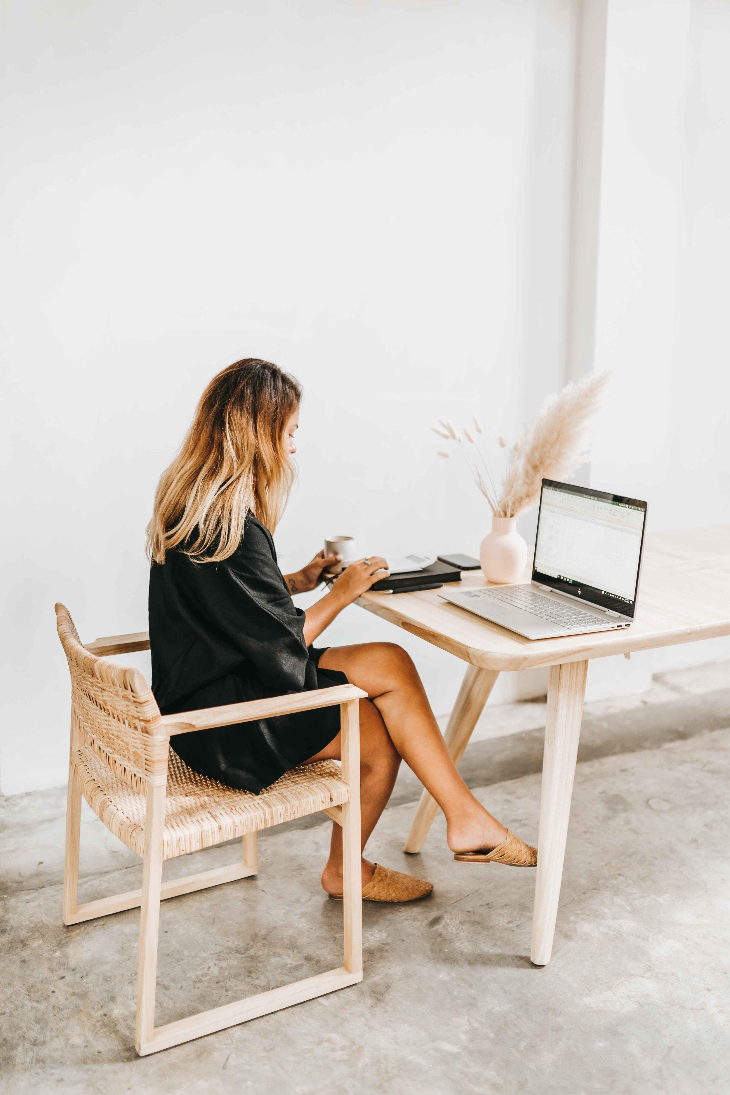 keira-mason-zest-bookkeeping-solutions-minimal-workspace-desk.jpg