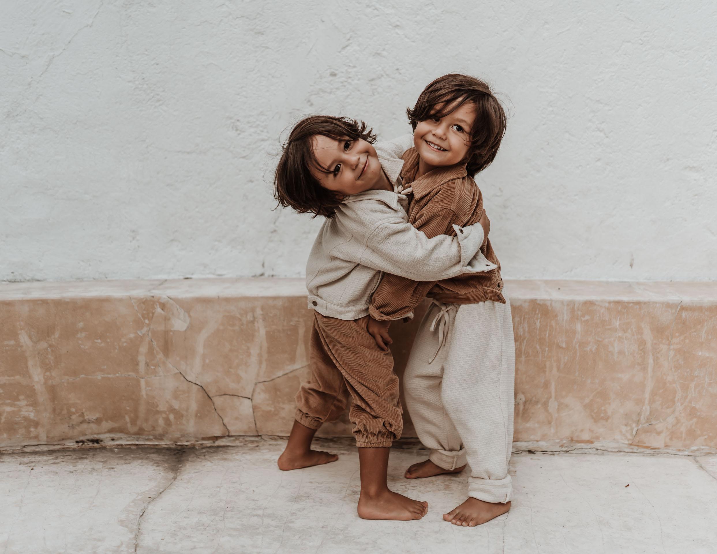 keira-mason-illoura-the-label-brothers-hugging.jpg