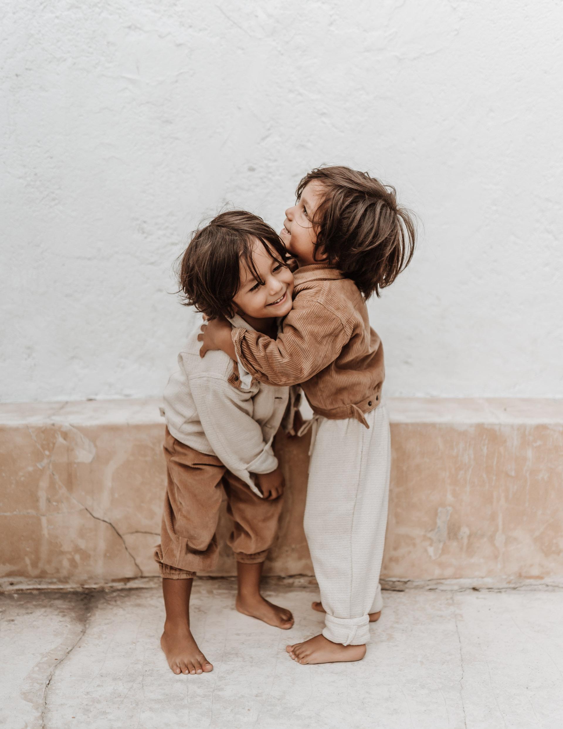 keira-mason-illoura-the-label-boys-hugging.jpg