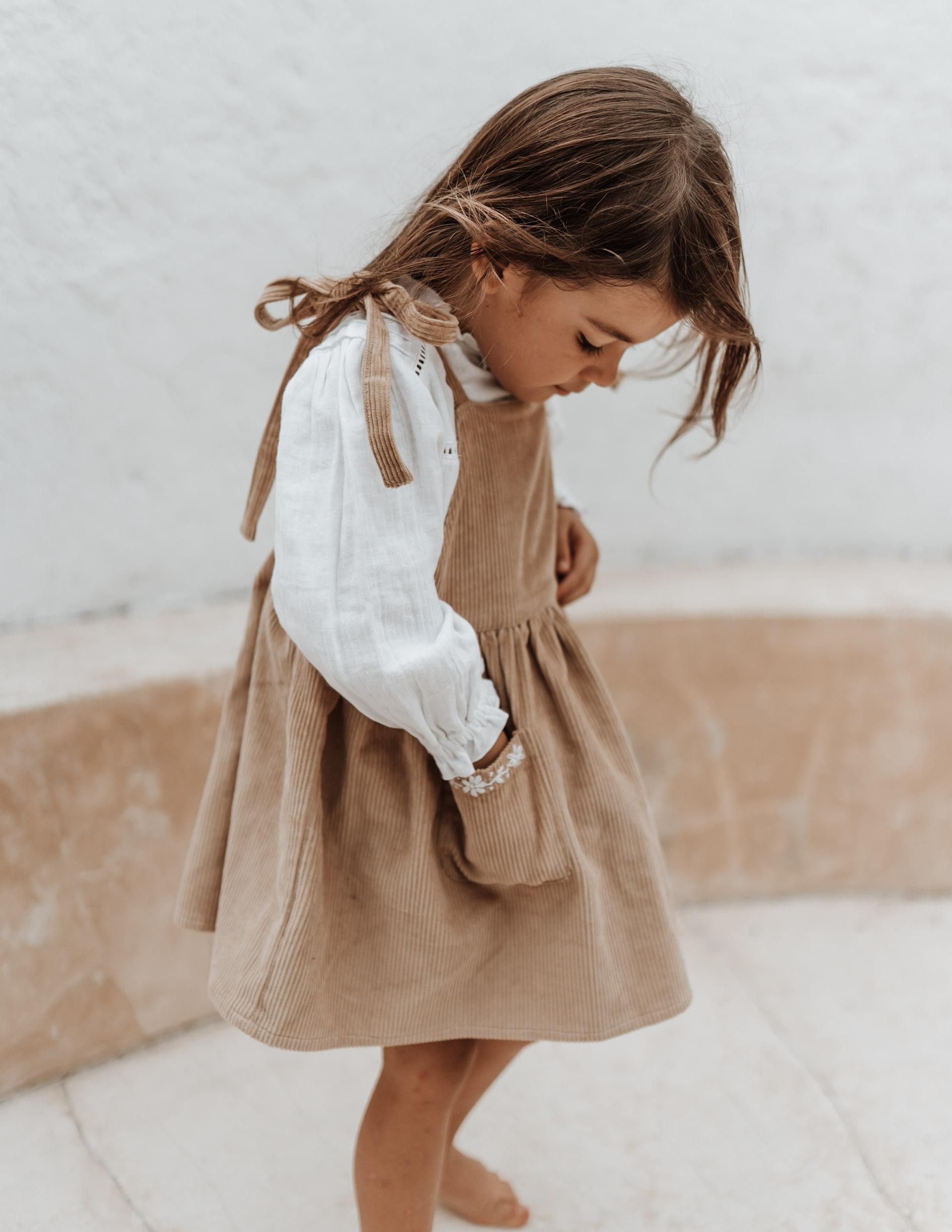 keira-mason-illoura-the-label-girl-reaching-into-pocket.jpg