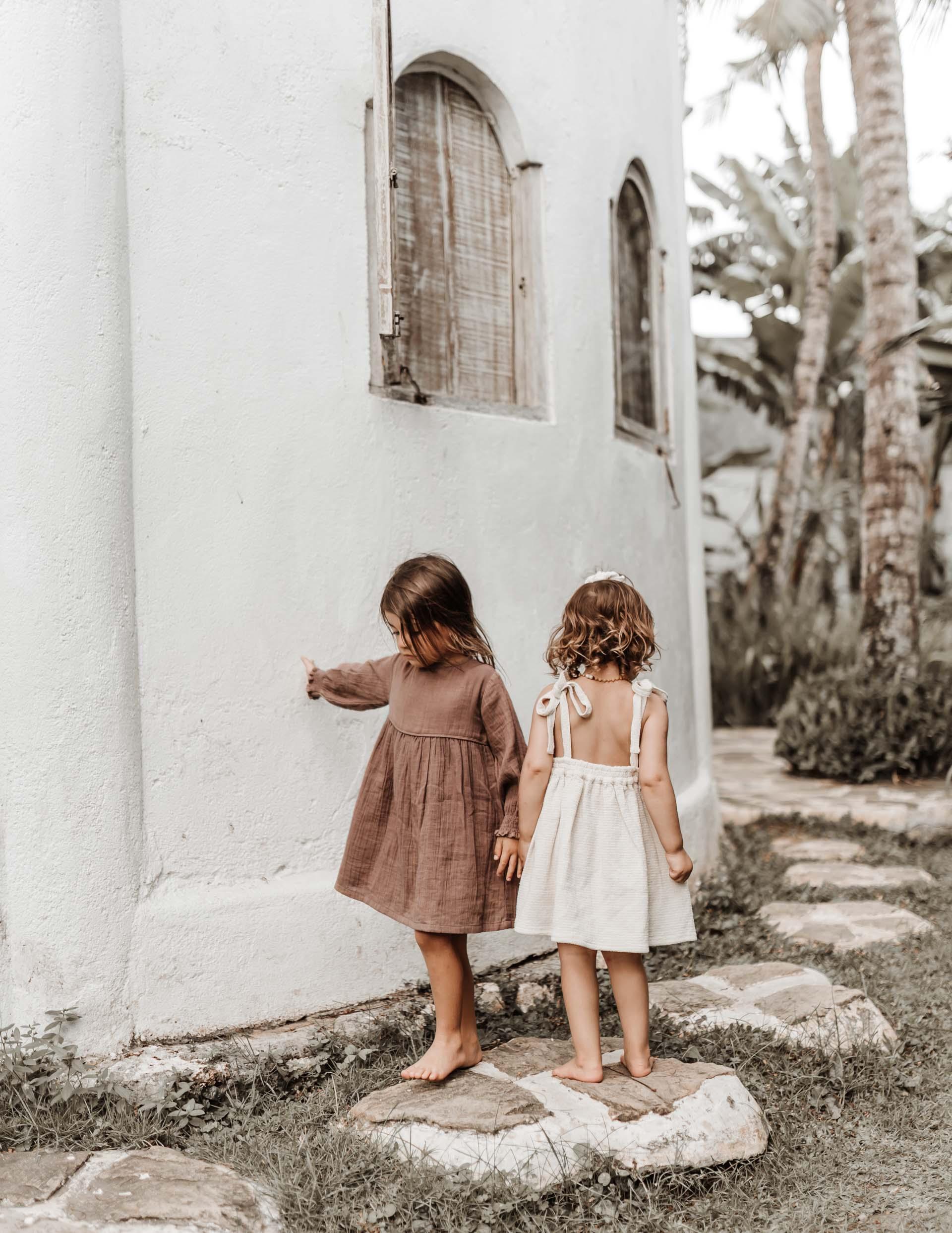 keira-mason-illoura-the-label-outside-girls.jpg