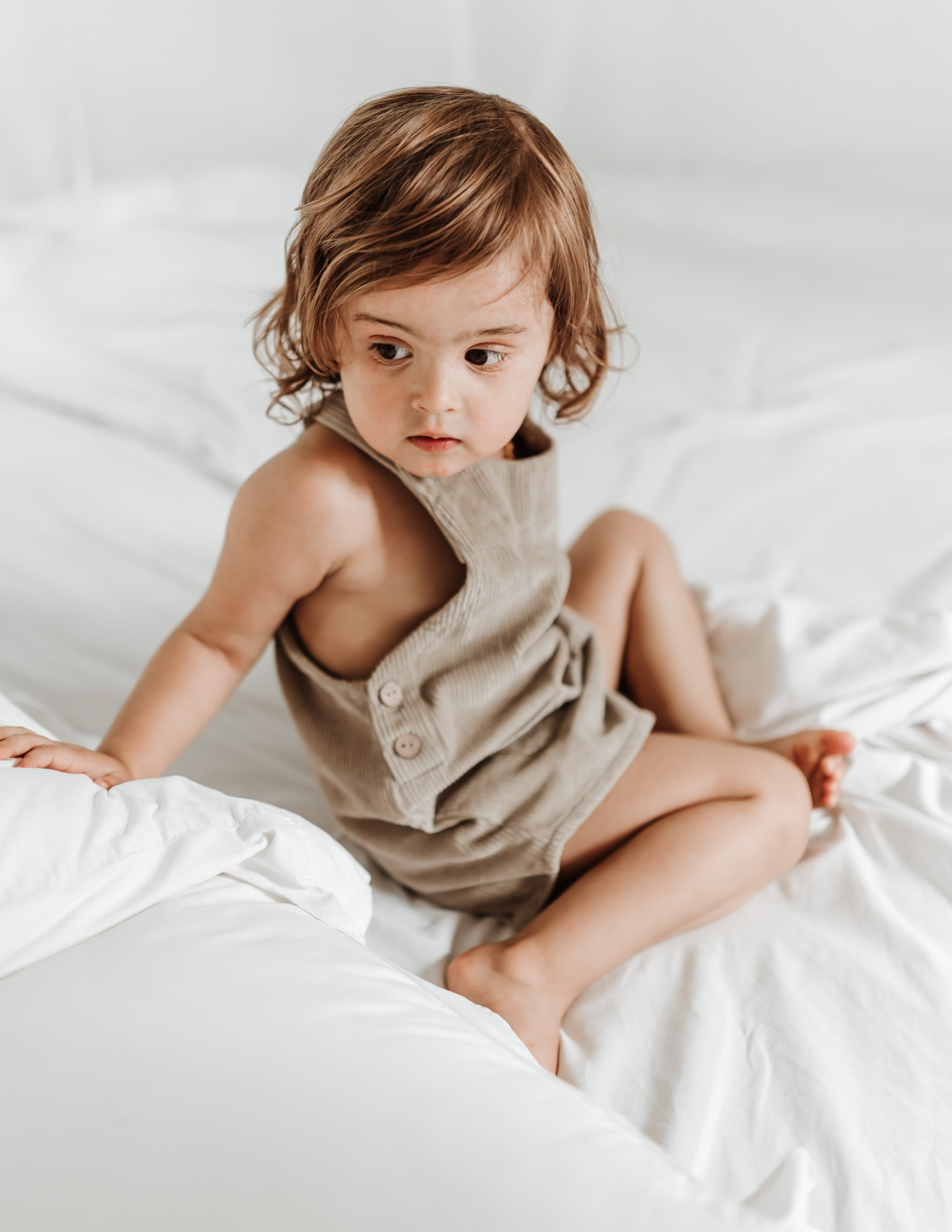 keira-mason-illoura-the-label-little-girl-in-bed.jpg