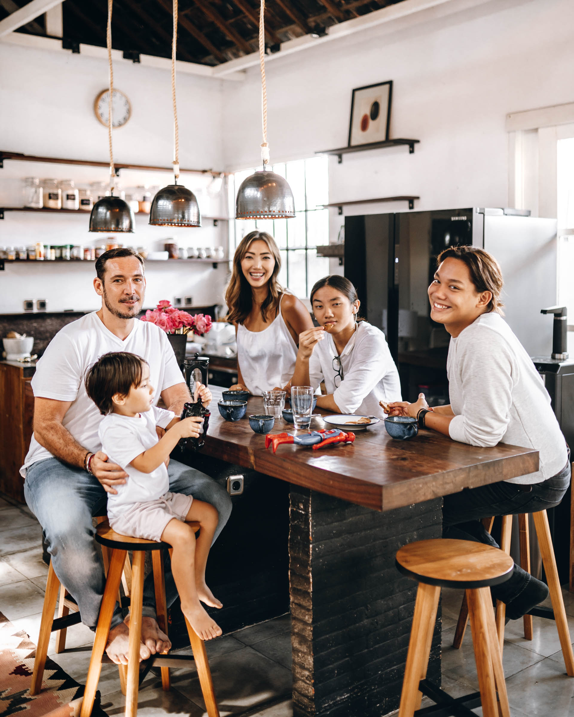 keira-mason-fourcard-family-shoot-kitchen-together.jpg