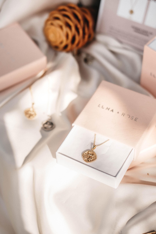 keira-mason-la-luna-rose-jewellery-necklace-gold.jpg