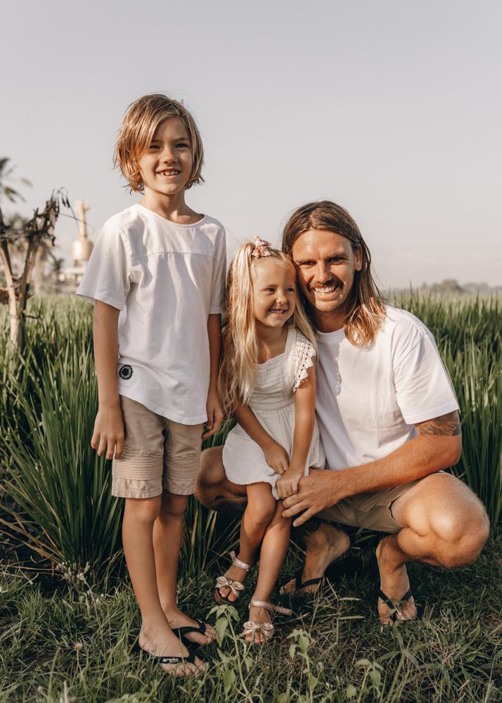 keiramason-snowden-family-father-son-daughter.jpg