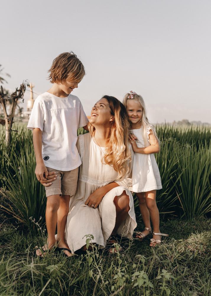 keiramason-snowden-family-mother-daughter-son.jpg