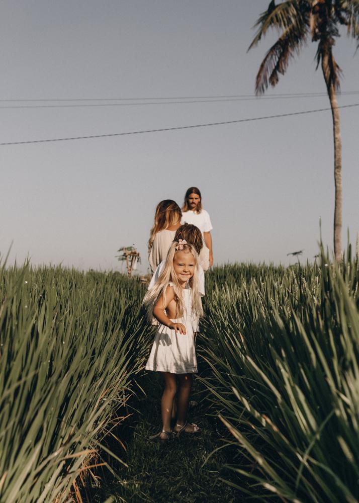 keiramason-snowden-family-little-girl-in-rice-fields.jpg
