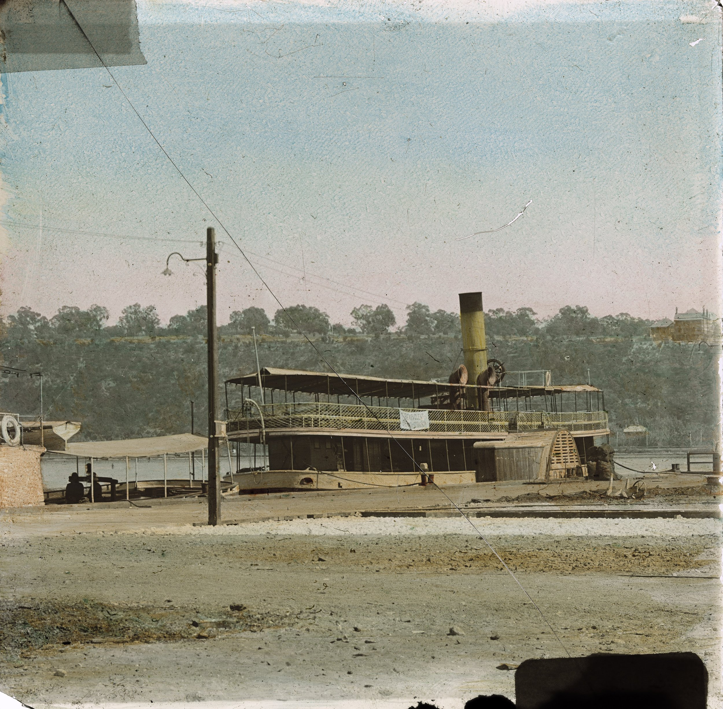 Ferry at the jetty, Kings Park in the background, 1906-1907. Courtesy of the State Library of Western Australia (207327PD)