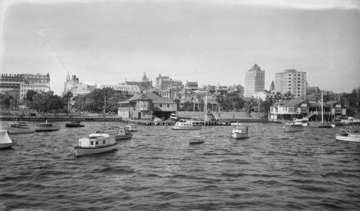Royal Flying Squadron Yacht Club from the Swan River (facing north). Courtesy of the State Library of Western Australia (11629PD)
