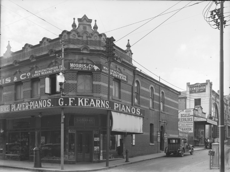 Intersection of King and Hay looking north up King Street, 1927. Courtesy of the State Library of Western Australia (014467PD)