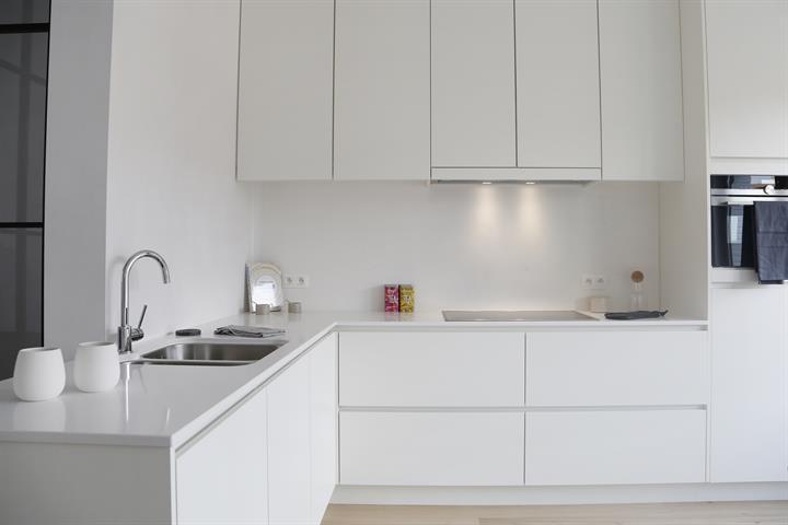 witte greeploze keuken composiet.jpg