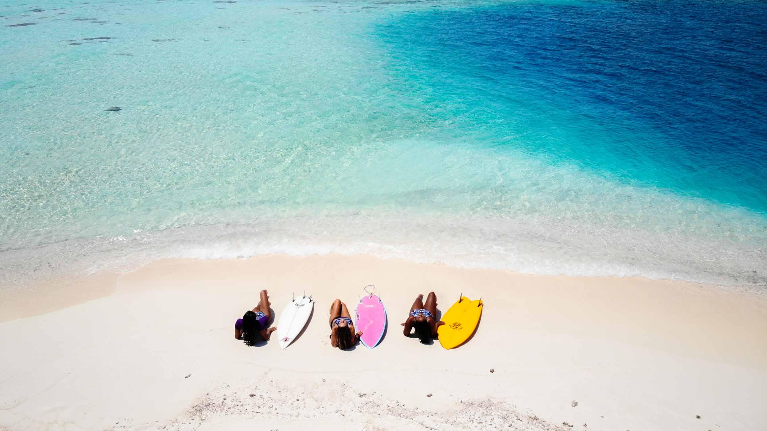 GirlsSurfingExperienceMALDIVAS-0200.jpg