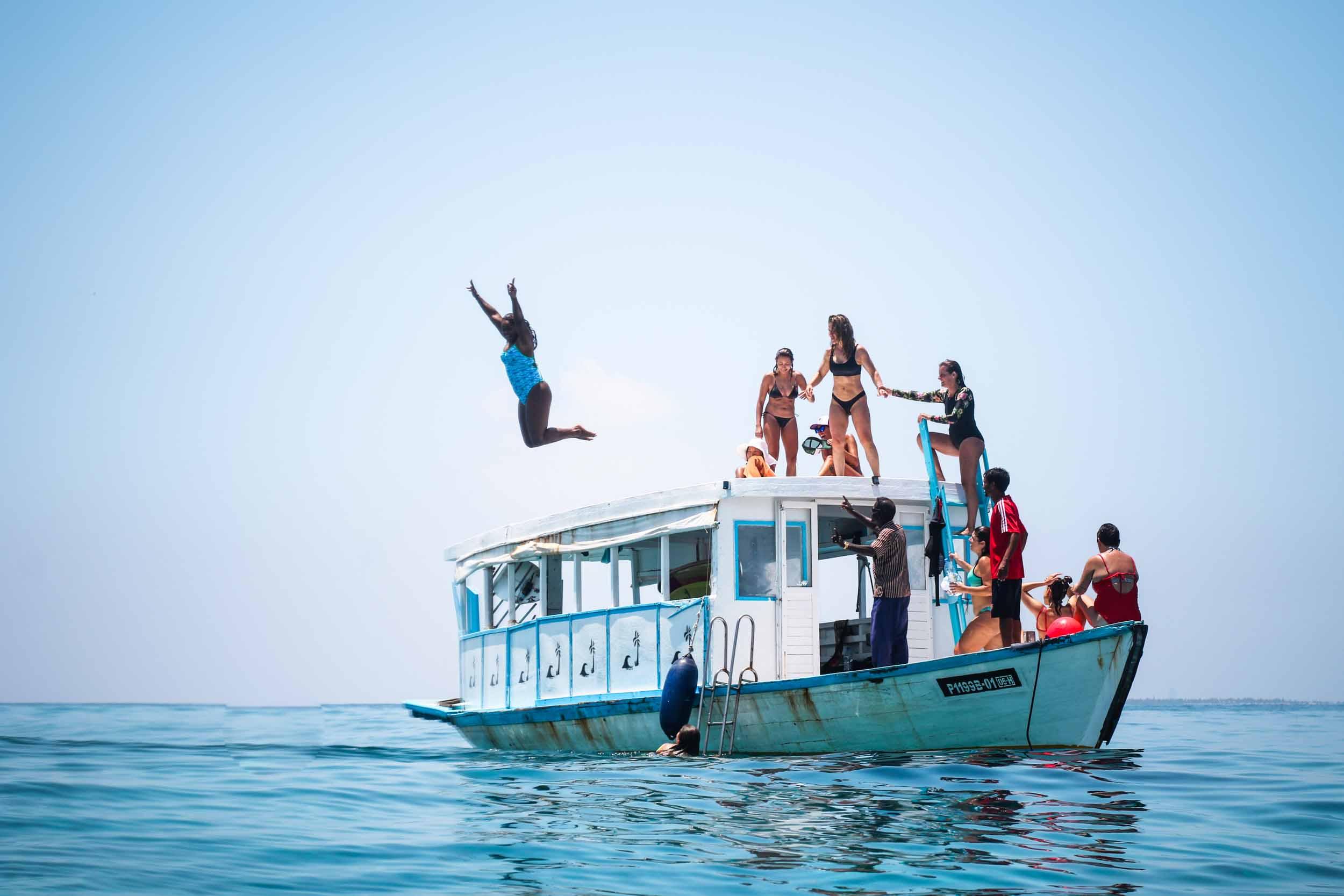 GirlsSurfingExperienceMALDIVAS-1210.jpg