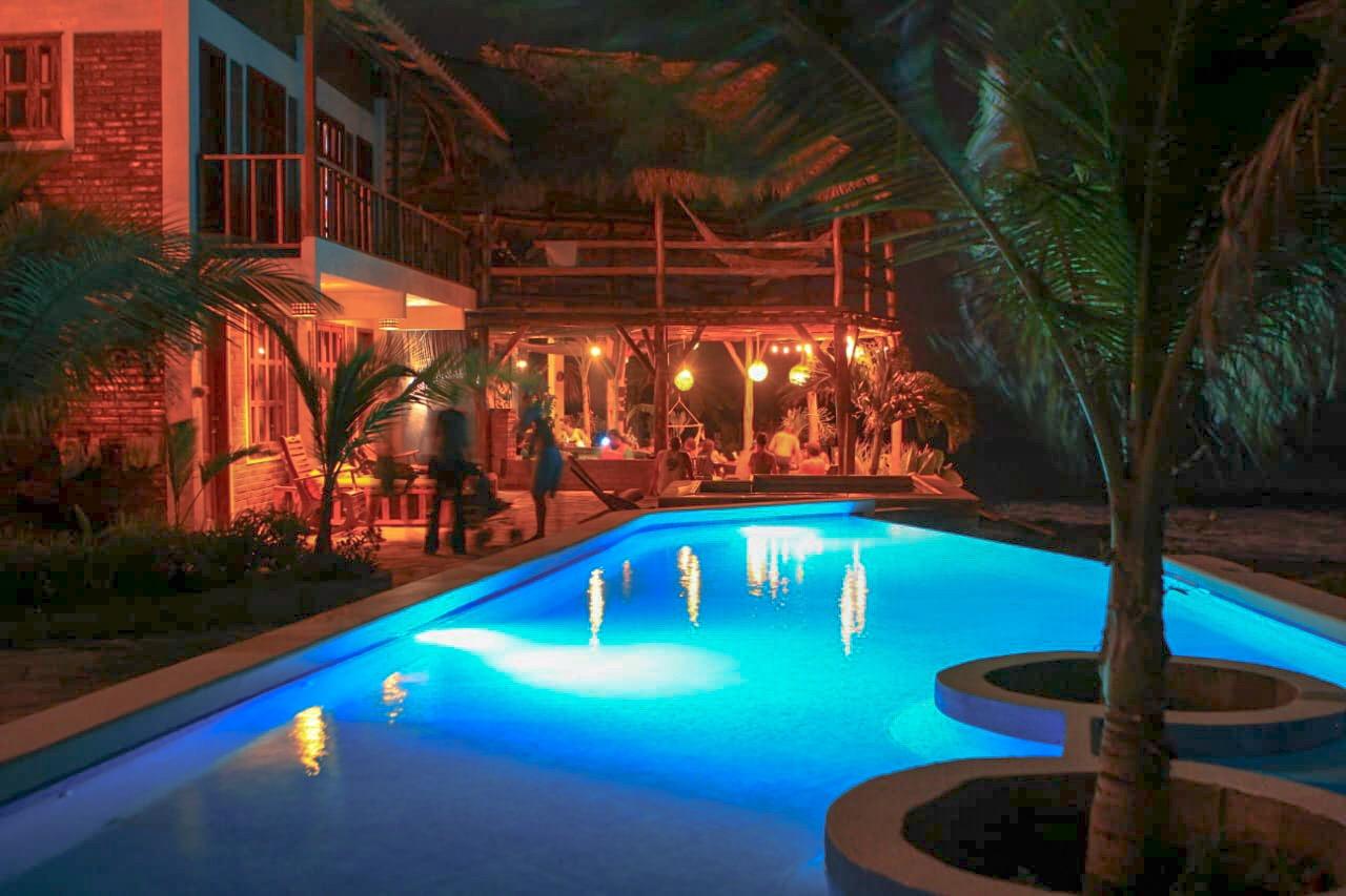 piscina-miramar-surf-camp.jpg