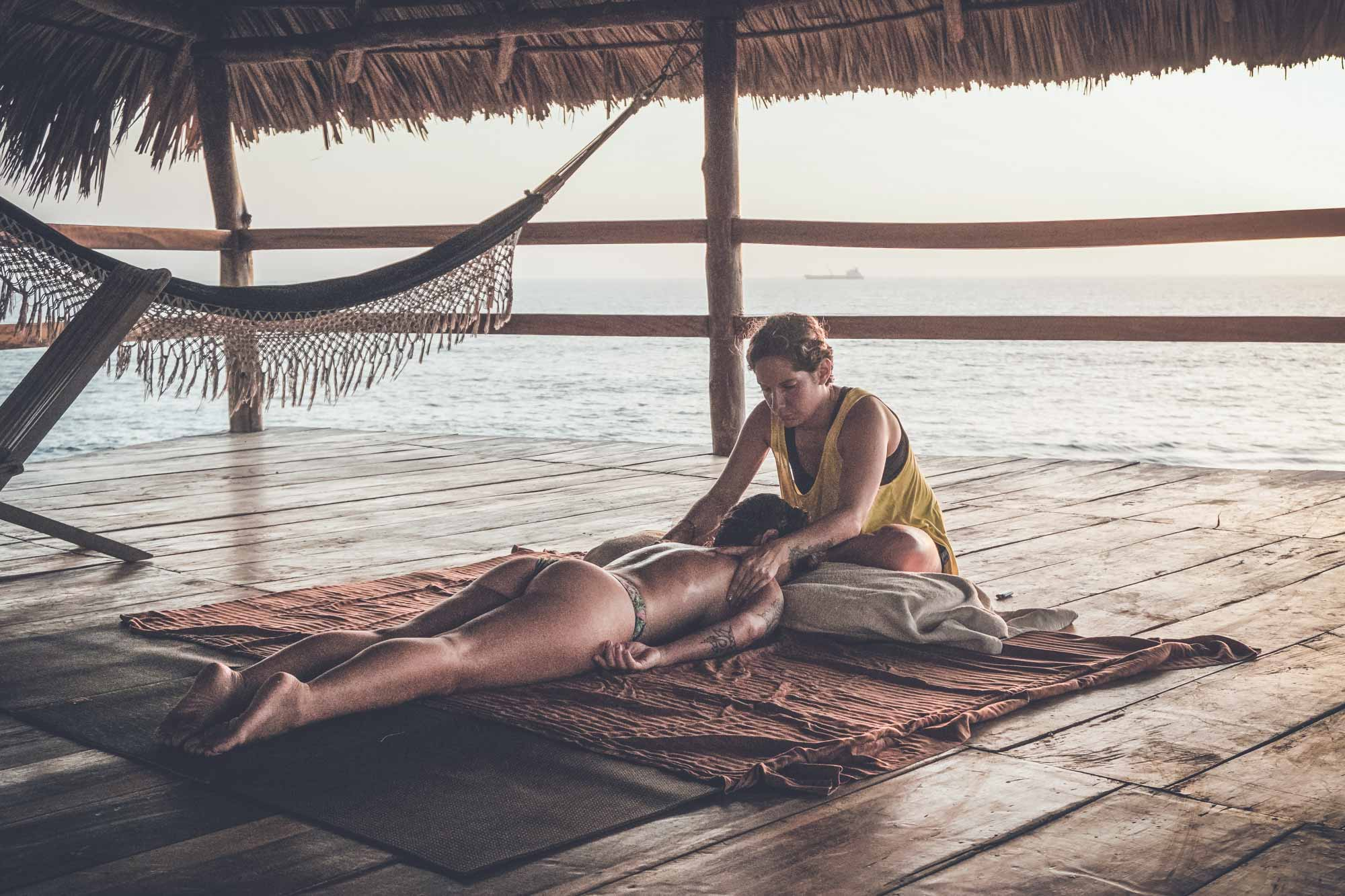 massagem-miramar-surf-camp-nicaragua.jpg