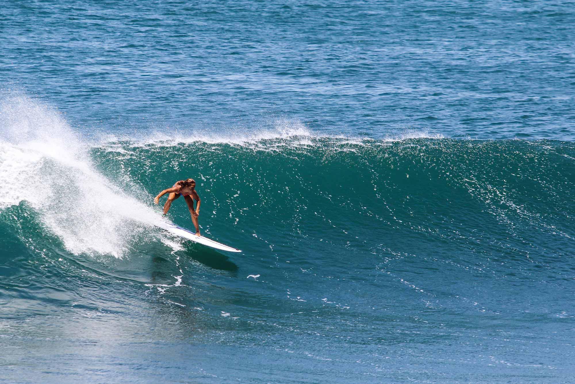 surf-feminino-miramar-surf-camp.jpg