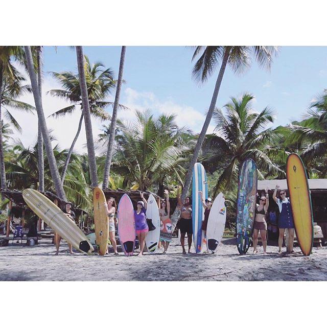 🌺 Girls Surfing Experience Itacaré com Suelen Naraisa . 🏄♀ Idealização e surf coach: @suelennaraisa | @girlssurfingexperience . 📝 Produção e organização : @mariannapiccoli | @saltyeyestrips . 📷 Cobertura fotográfica e de vídeo: @mariannapiccoli @leonevesrj | @saltyeyestrips . 📍Itacaré, Brasil | @viladodengo . 🙋♀ @brurabonni | @helenaalves | @natpirro | @laurinhaaguimaraes | @luli_savoi | @cintya_naomi | @vanessa @grekmaria @eimeardol . 👉 Parceiros: @chillstrong_inc | @vittoficial | @viladodengo | @_ponchos | @escoladesurfsuelennaraisa | @bythesea | @kanalubrasil | @dafolha.saboaria . #girlssurfingexperience #gseitacare #surftripcomsuelennaraisa #saltyeyestrips #saltytrips #girlssurftrips #girlssurfcamp #staychill #surffeminino #surftrip #surfcamp