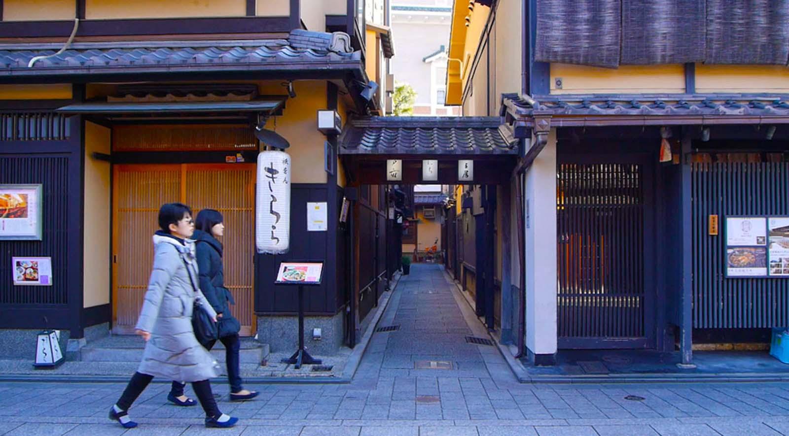 IN the heart of Kyoto - Explore the area around Machiya Maya Gion