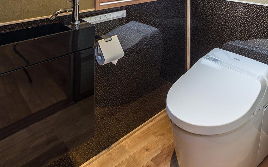 1F-toilet.jpg