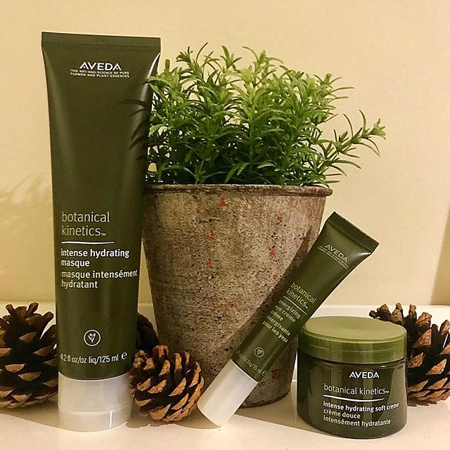 Pop into the salon and try our Botanical skin range, perfect for the cold weather! Happy New Year🎉 don't forget to book in for your New Years pamper 02920464611 #sandshairdressing #sandshair #waterloogardens #roath #aveda #avedacolor #avedauk