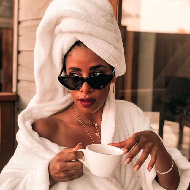 Self-care days on the weekend can help you enjoy your weekend more, calm you down before a hectic work week, or just be a fun way to pamper yourself. How do you prioritize self care on the weekends? And what does self care look like to you? 📸: @thefierce_nay