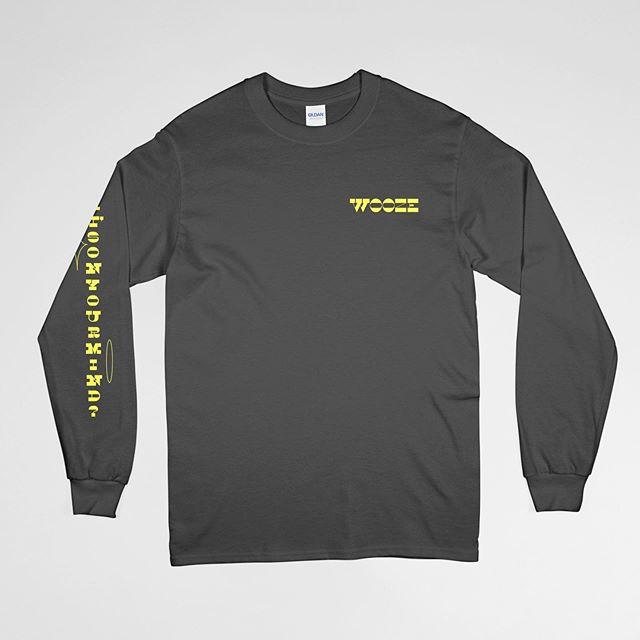 우주WOOZE의 이번 한국 투어에서 판매되는 머천다이즈입니다. 오늘 웨터 단독공연을 포함한 남은 투어에서 구매하실 수 있습니다.  1. Long Sleeve Logo T-Shirt (30,000 KRW, S/M/L/XL, 2 colors) Designed by @raissa_pardini  Printed by @merch_out - 2. WOOZE Socks (20,000 KRW, One Size) - 3. WOOZE Phone Grip (5,000 KRW) - 4. WOOZE [What's On Your Mind] Vinyl (25,000 KRW, 10-inch, Yellow Color, Limited Edition)
