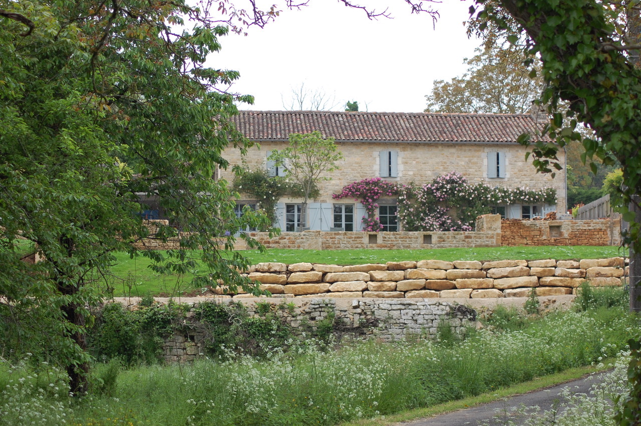 LE RUISSEAU PERDU - Our other Rural Retreat 'Le Ruisseau Perdu' sleeps up to 7 in a charming Charantaise 'Maison de Campagne' with exclusive use heated saltwater pool and landscaped gardens.
