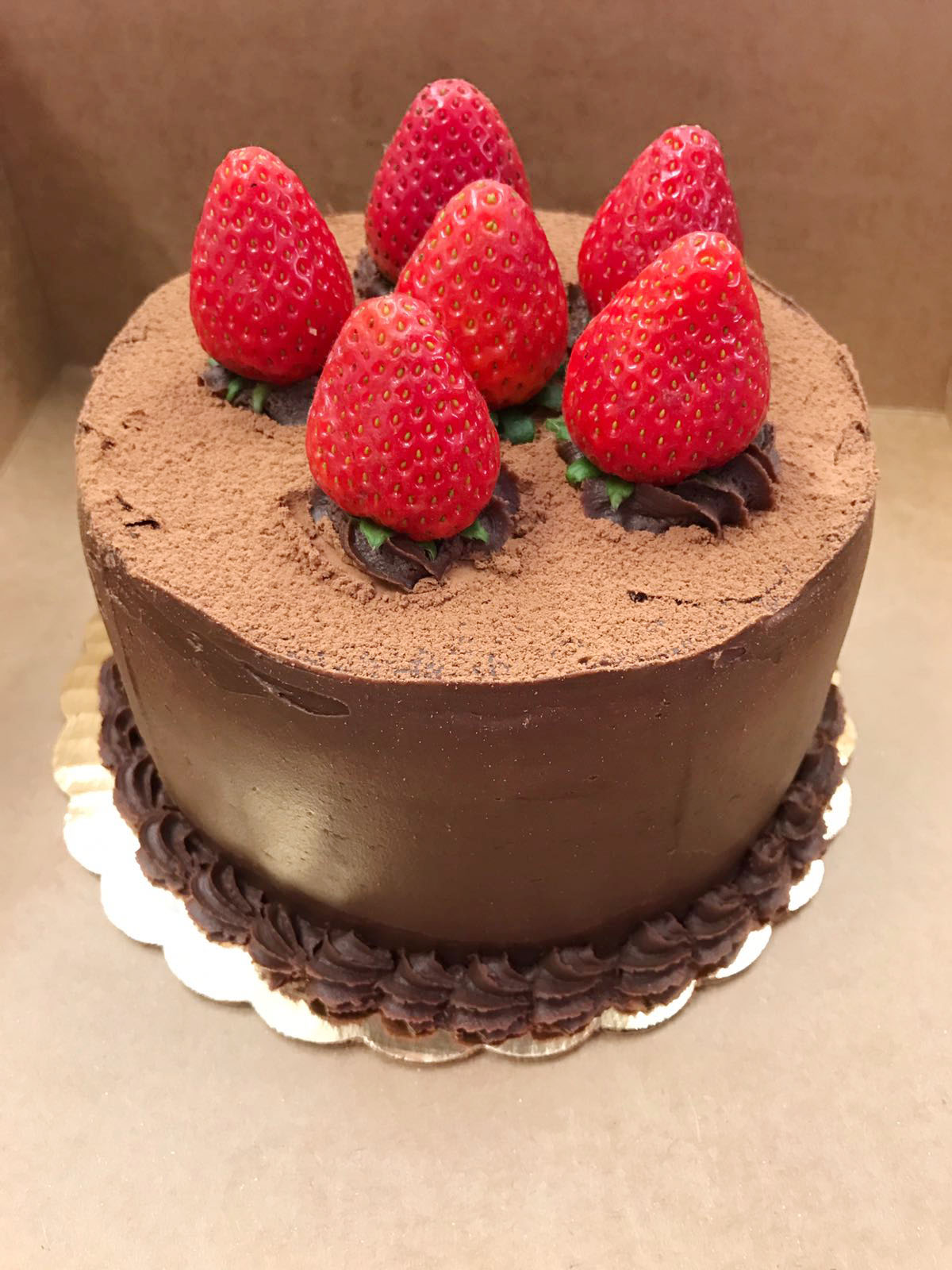 <strong>Cake 2:</strong> Chocolate w/ Strawberries