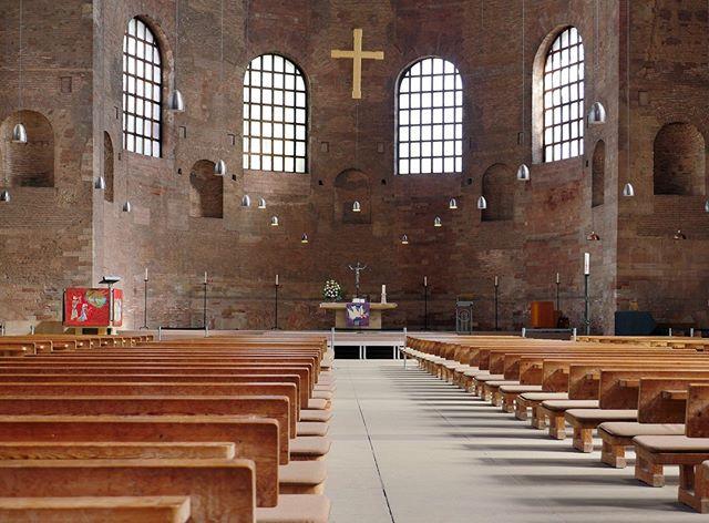 Die Konstantin-Basilika ist der größte Einzelraum, der aus der Antike überlebt hat. Die Römer wollten durch die Architektur Größe und Macht des Kaisers ausdrücken, was Ihnen hier besonders eindrucksvoll gelang. #trier