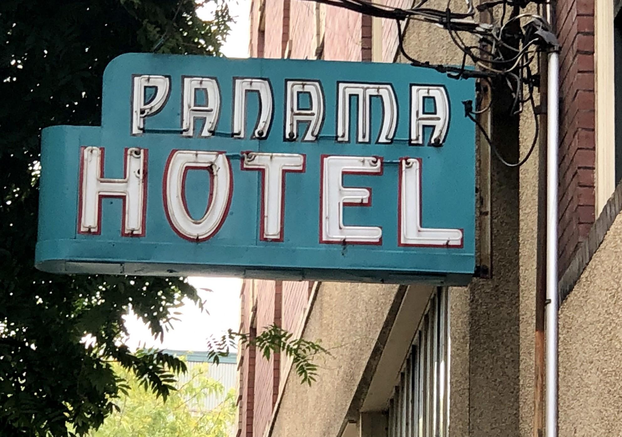 panamahotelsign.jpg