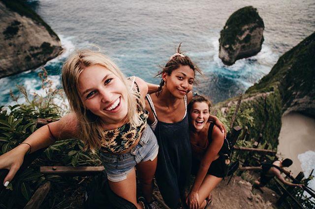 journeys | hiking through Nusa Penida with some fierce feminine ✌🏼@cynnyg28 @cynthias_travels ⠀⠀⠀⠀⠀⠀⠀⠀⠀ ⠀⠀⠀⠀⠀⠀⠀⠀ ⠀⠀⠀⠀⠀⠀⠀⠀⠀ 📸: my pal @dansflavor