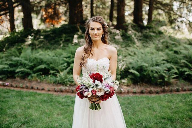 Happy weekend! 📷 @sarakbyrne  #whitneystassiartistry . . . #makeup #makeupartist #firstkiss #husbandandwife #wedding #bride #weddingday #junebugweddings #weddingphotography #makeupbyme #weddinginspiration #weddingideas #theknot #makeupaddict #instamakeupartist #pnwedding #engagedlife #flowerinspo #theknot #greenweddingshoes #lipgloss #makeuplove #flowers #oregonmakeupartist #realwedding #weddingday #makeupoftheday #flowerstagram #makeuplooks