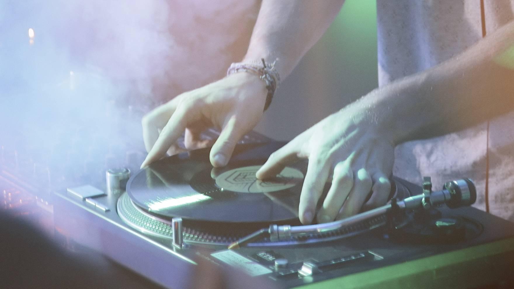 my_vinyl_love_still_04-1760x990-q70.jpg