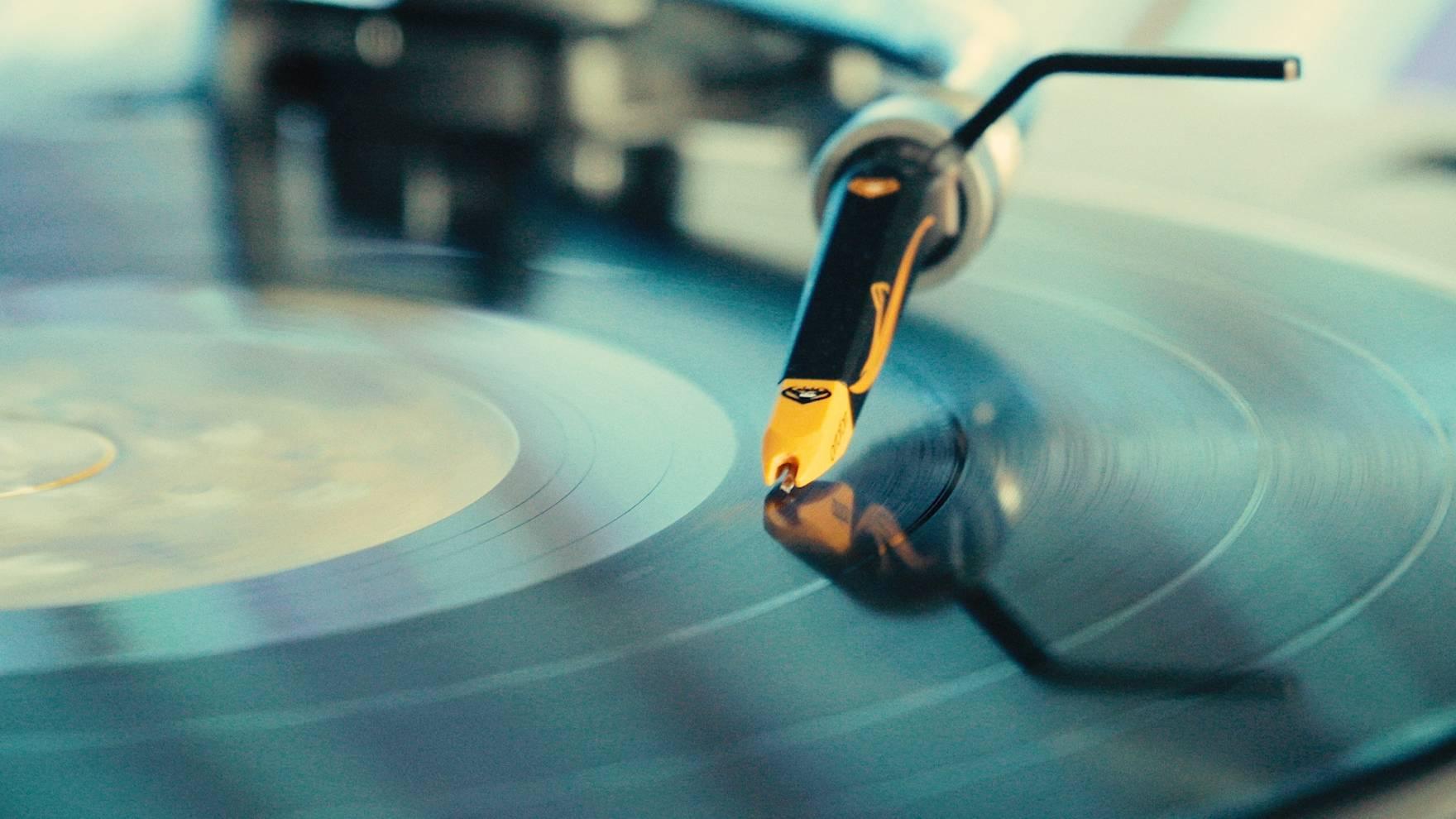 my_vinyl_love_still_05-1760x990-q70.jpg